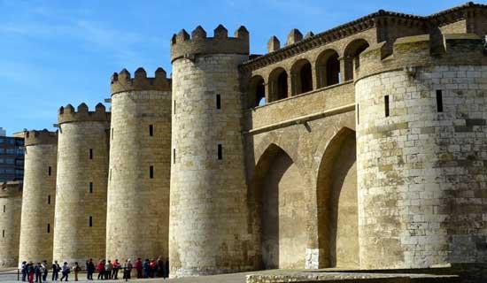 Exterior del palacio de la Aljafería