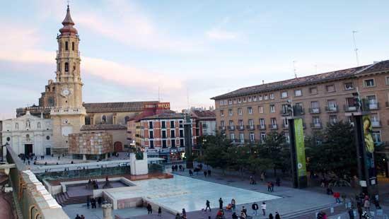 Plaza del Pilar con la Seo al fondo